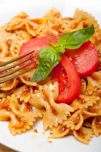 Gli italiani si allontano dalla Dieta mediterranea
